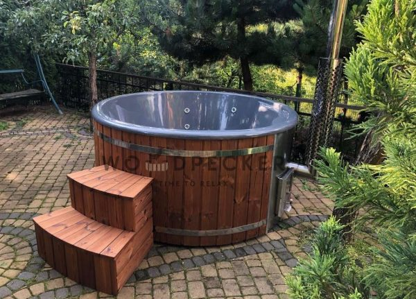 Woodpecker Elite fiber glass hot tub with integrated heater, hot tub, fiberglass tub, fiberglass hot tubs, hot tub with external heater